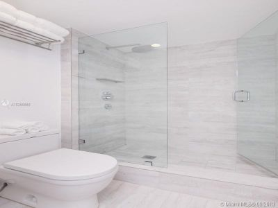 2301 Collins Ave #428 photo03