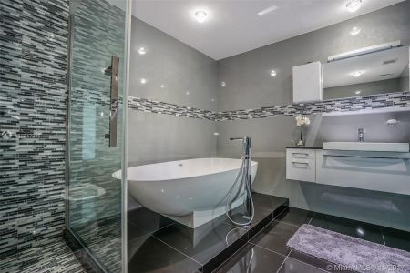 17121 Collins Ave #2206 photo014