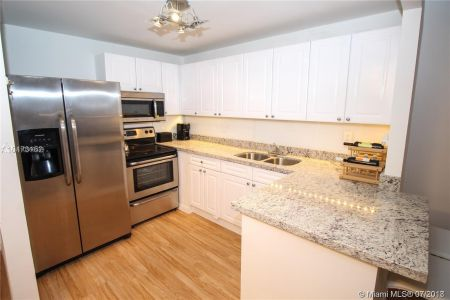 2301 Collins Ave #536 photo04