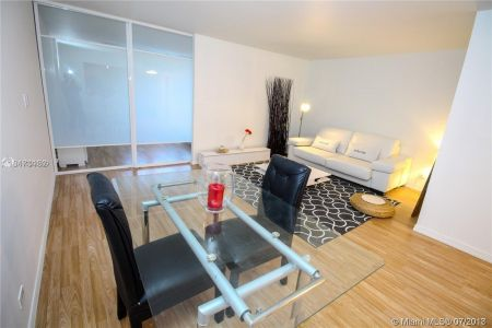 2301 Collins Ave #536 photo06