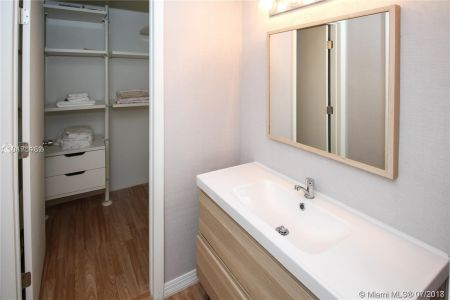 2301 Collins Ave #536 photo09