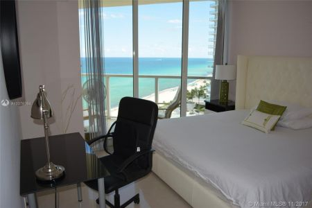 16699 Collins Ave #1410 photo02