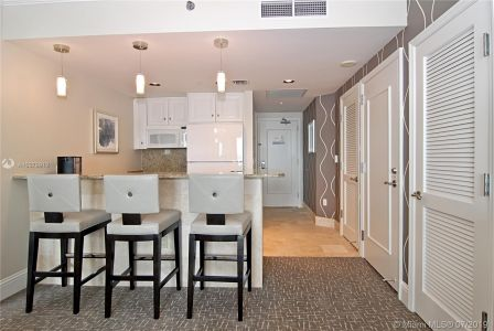 4401 COLLINS AVE #2405/2407 photo09