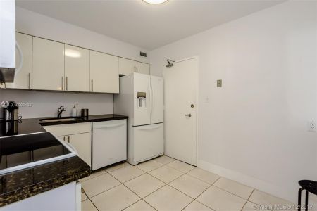 5151 Collins Ave #926 photo019