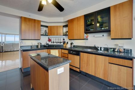 17555 Collins Ave #601 photo010