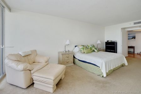 17555 Collins Ave #601 photo016