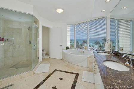 17555 Collins Ave #601 photo018