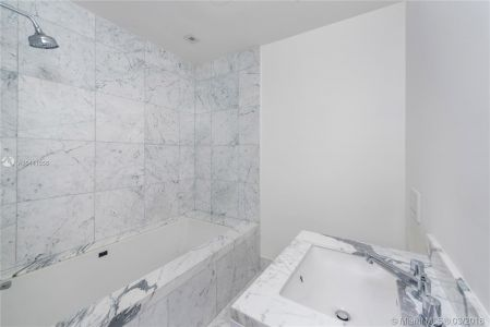 16901 Collins Ave #403 photo010