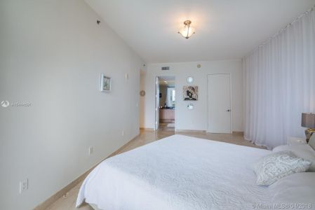 15901 Collins Ave #405 photo019