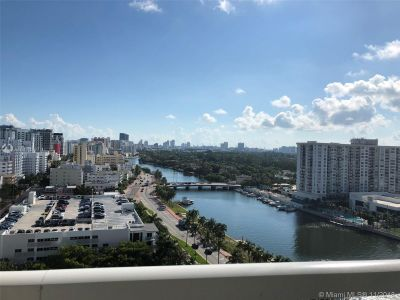 Fontainebleau Tresor #1612 - 4401 Collins Ave #1612, Miami Beach, FL 33140