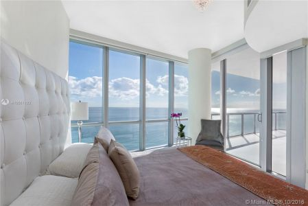 17121 Collins Ave #2703 photo08