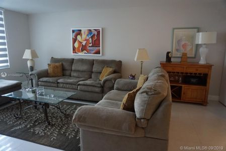 5161 Collins Ave #910 photo05