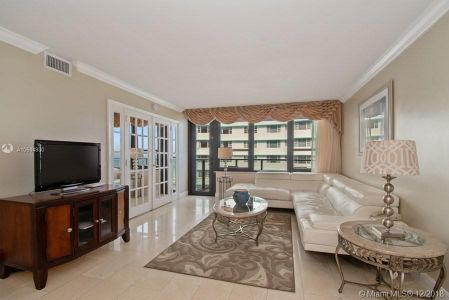 5225 Collins Ave #1108 photo05