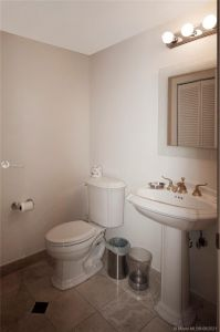 17555 Collins Ave #406 photo016