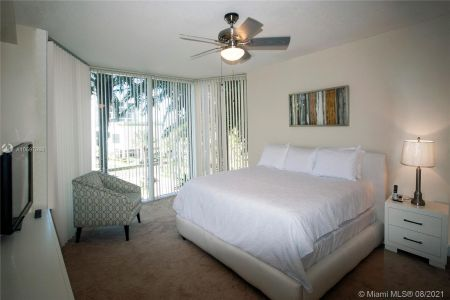 17555 Collins Ave #406 photo07
