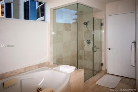 17555 Collins Ave #406 photo08