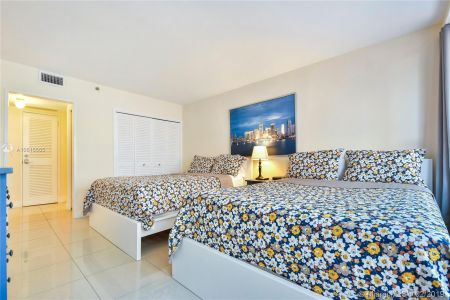 5225 Collins Ave #411 photo08