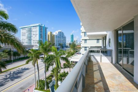 5801 Collins Ave #500 photo046