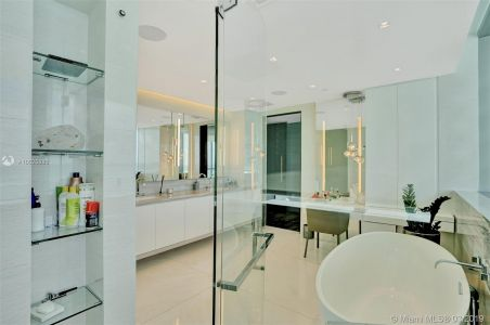 17475 Collins Ave #1001 photo013
