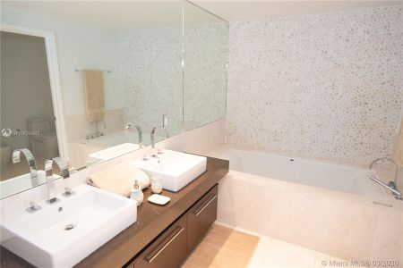 17121 Collins Ave #1505 photo018