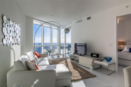 18201 Collins Ave #5508 photo05