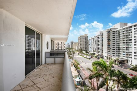 5801 Collins Ave #700 photo07