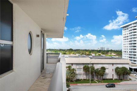 5801 Collins Ave #700 photo09