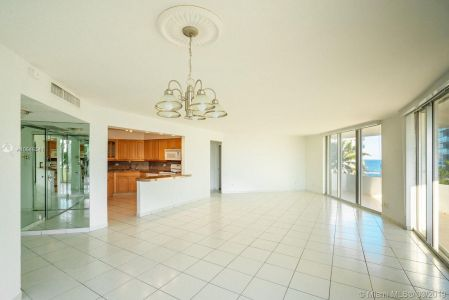 5151 Collins Ave #524 photo02