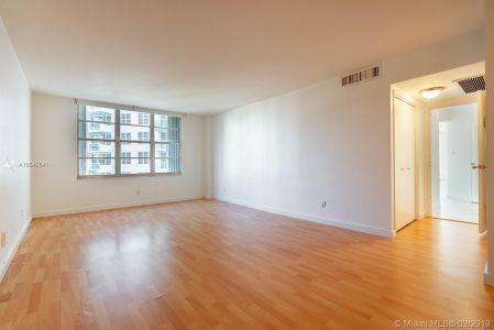 5151 Collins Ave #524 photo08