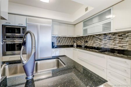 18911 Collins Ave #703 photo09