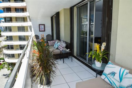 5555 Collins Ave #6W photo024