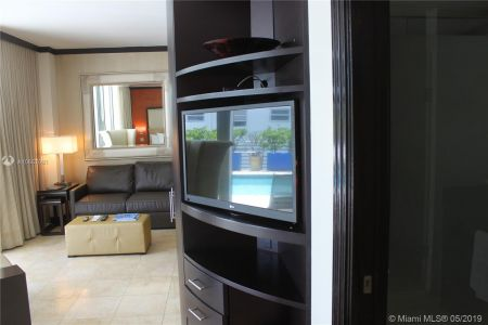 1437 Collins Ave #204 photo045