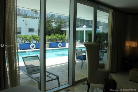 1437 Collins Ave #204 photo06