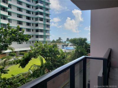 5225 Collins Ave #414 photo02