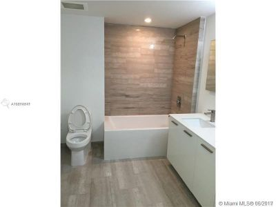 1300 Brickell Bay Dr #1807 photo017