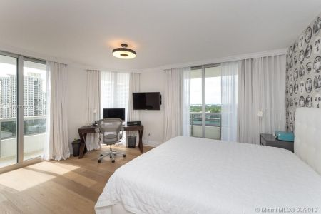 5801 Collins Ave #1000 photo020