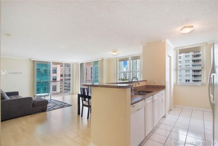 1155 BRICKELL BAY DR #1702 photo02
