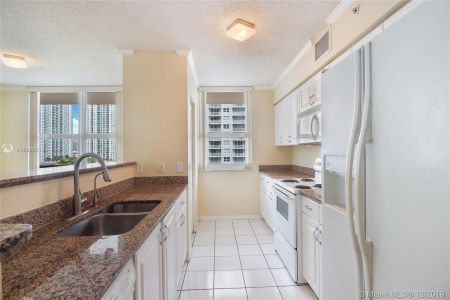 1155 BRICKELL BAY DR #1702 photo03