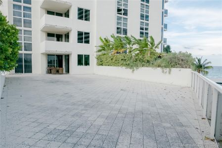 19111 Collins Ave #107 photo010