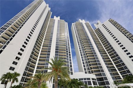 19111 Collins Ave #107 photo023