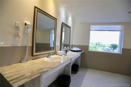 19111 Collins Ave #107 photo034