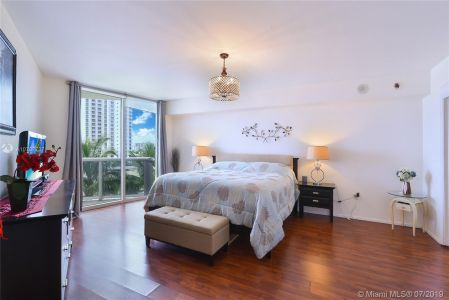 18911 Collins Ave #603 photo08