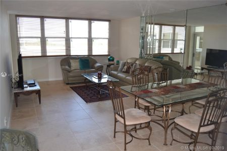 6039 Collins Ave #310 photo010