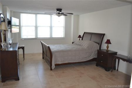 6039 Collins Ave #310 photo018