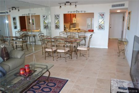 6039 Collins Ave #310 photo09