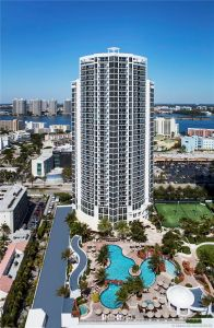 18001 Collins Ave #618 photo01