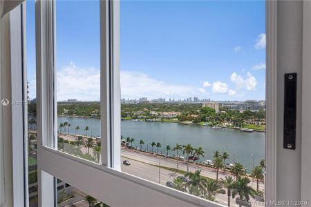 4779 Collins Ave #1205 photo09