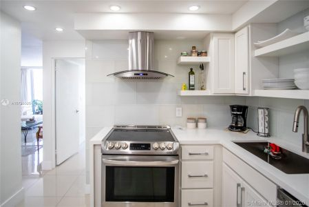 5700 Collins Ave #9A photo07