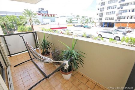 1621 Collins Ave #301 photo09