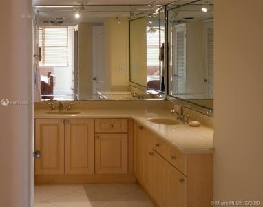 6039 Collins Ave #1530 photo04